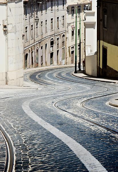 Dieu écrit droit avec des lignes courbes - proverbe portugais