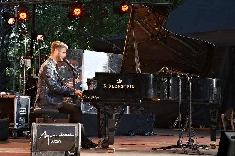 Pierre Lapointe à Musicalarue 2015 - cc by-sa manu'pintor - août 15
