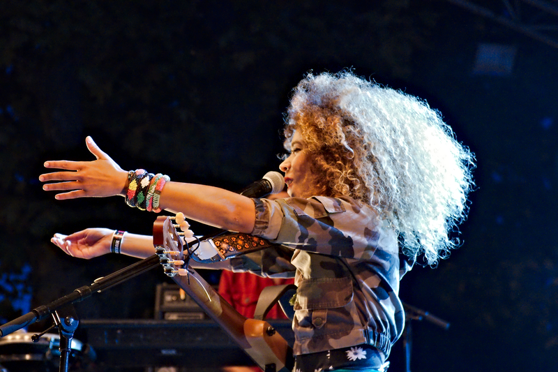 Flavia Coelho à Musicalarue 2015 - cc by-sa manu'pintor - août 15
