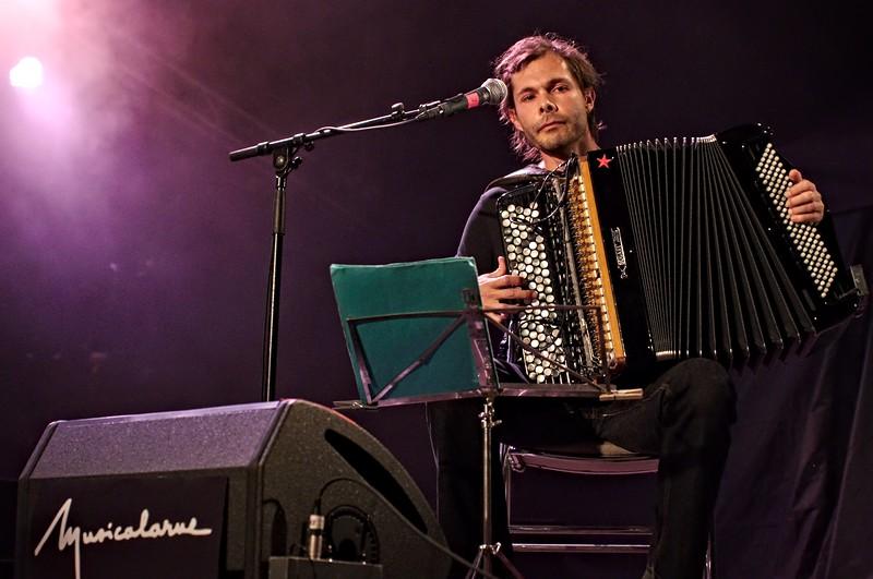 Alexandre Leitao, accordéoniste à Musicalarue 2016 - cc by-sa manu'pintor - août 16