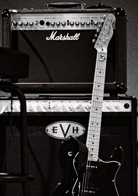cc by -sa manu'pintor - Fender and Marshall