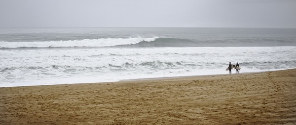 Surfers à l'océan - cc by-sa manu'pintor - nov.18