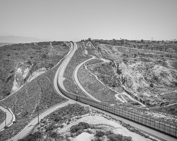 © Francesco Anselmi - Borderlands - Wall between San Diego and Tijuana, CA.
