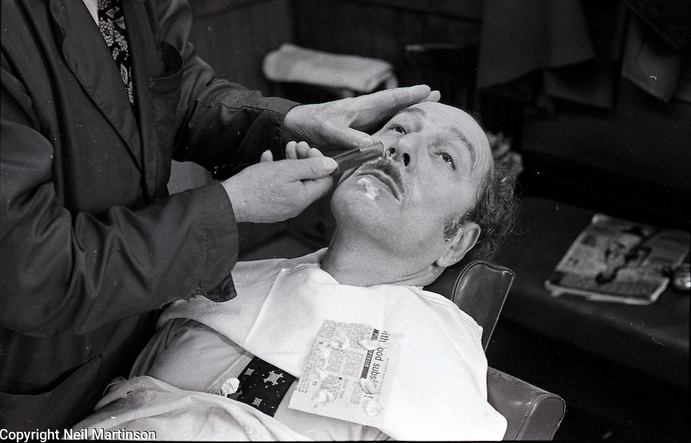 Mr Lou Lessen, Barber, Hackney © Neil Martinson